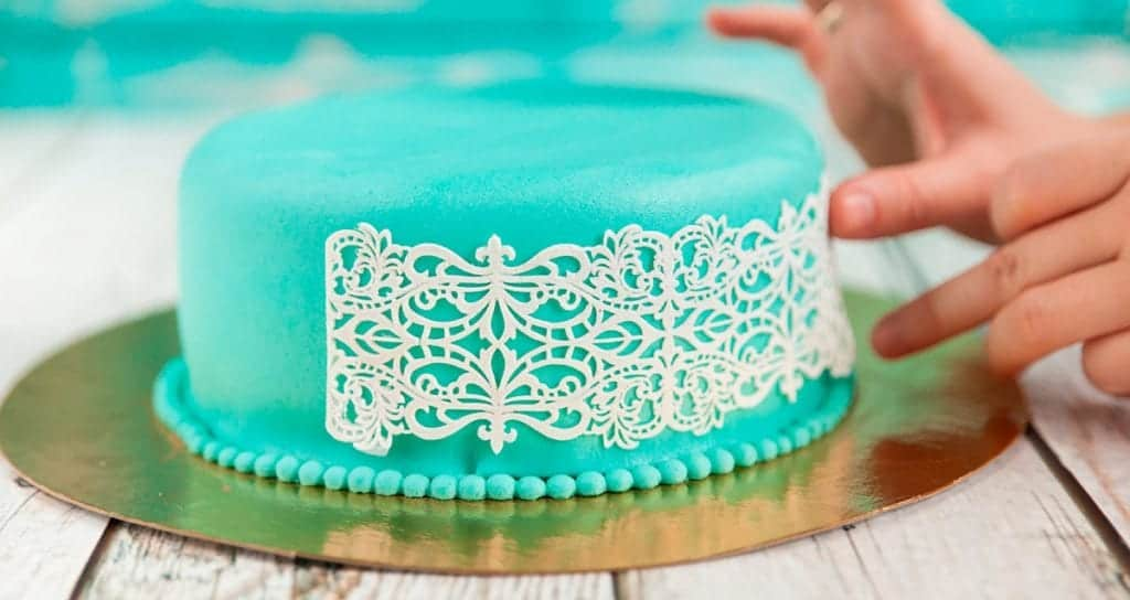 How to Decorate with Fondant